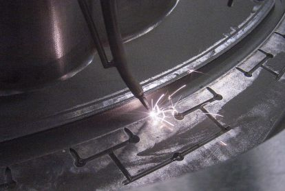 Repair welding of the closing edge of a injection mould